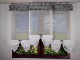 Gotowa kompozycja  do dekoracji okna- TRZY PANELE Z BIAŁEGO BATYSTU Z KOKARDKAMI
