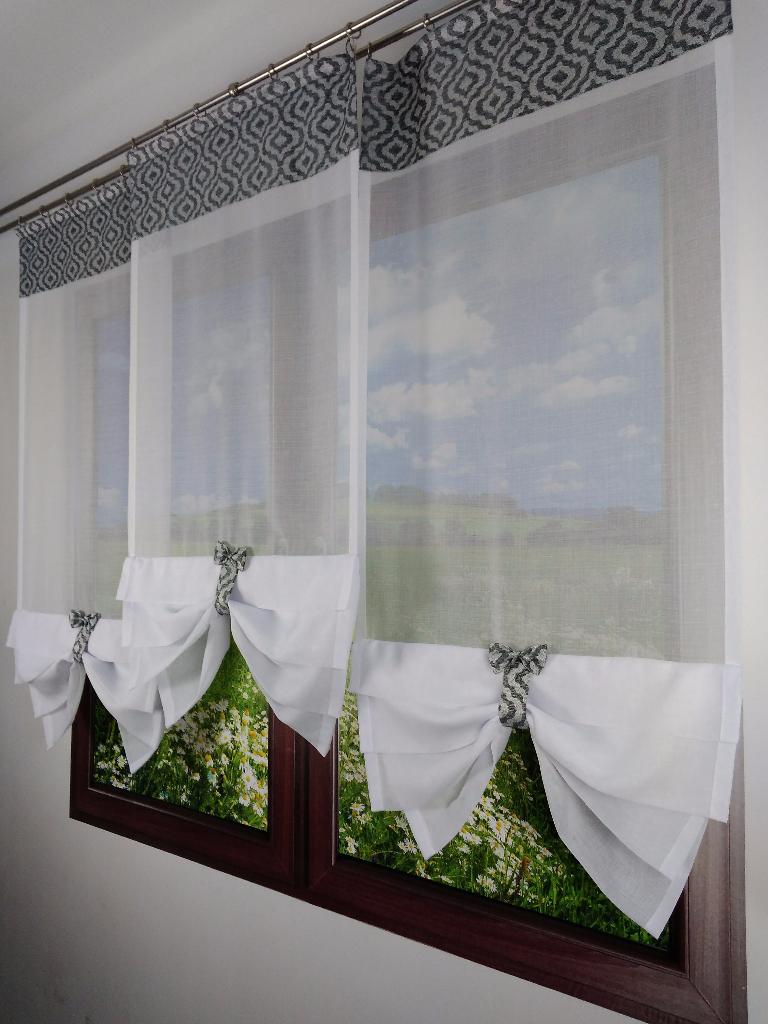Efektowna Dekoracja Okna Trzy Panele Z Batystu